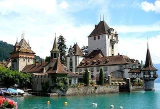 La magia di Oberhofen, il gioiello svizzero sul Lago di Thun