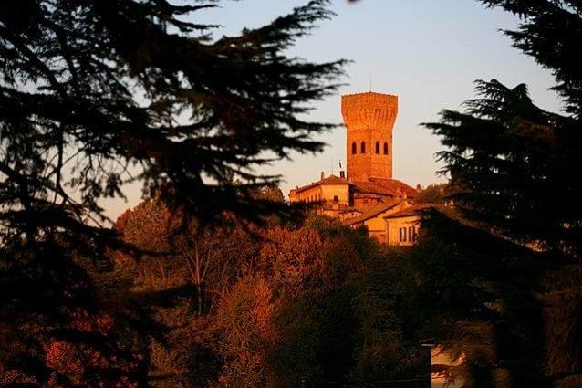 Scorcio della torre del Castello di Cigognola – FotoWikipedia