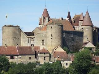 Gioielli francesi: Châteauneuf-en-Auxois e il suo castello medievale
