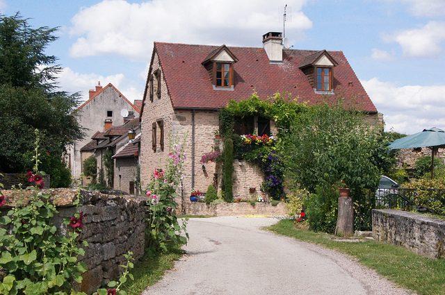 Le casette in pietra nel centro di Chateauneuf – Foto Flickr