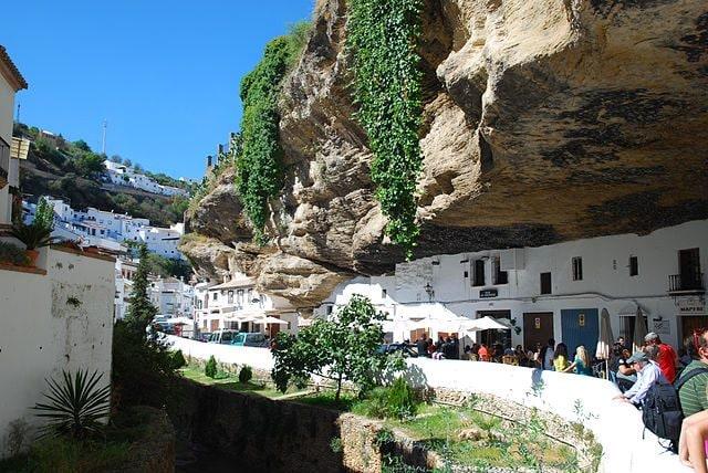 Setenil de las Bodegas – Foto Wikipedia
