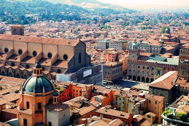 Piazza Maggiore vista dalla Torre degli asinelli a Bologna