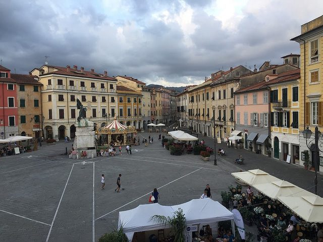 Sarzana - piazza Matteotti