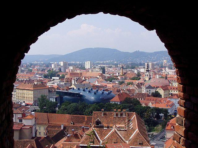 Veduta di Graz con il Kunsthaus – Foto Wikipedia