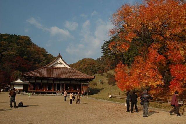 Scuola Shizutani in autunno – Foto Wikimedia Commons