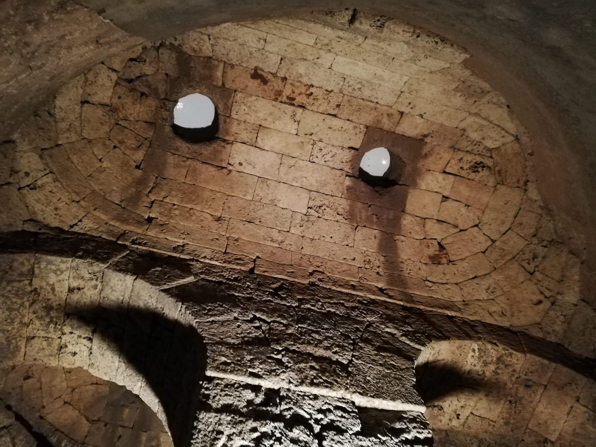 I fori della cisterna alla fine del Labirinto di Porsenna
