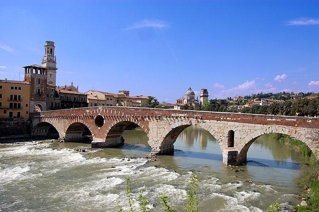 Ponte Pietra – Foto Wikimedia Commons