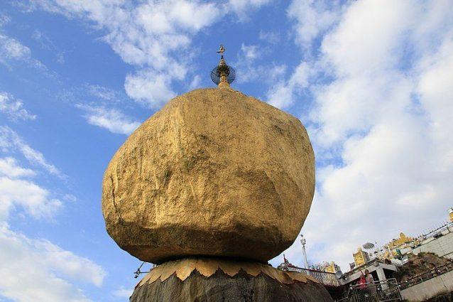 Golden Rock, il grande masso dorato in Birmania