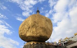 Il Golden Rock: la roccia d'oro che rimane in equilibrio per un capello