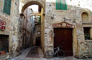 San Gemini: cosa vedere nel borgo oltre alle Terme