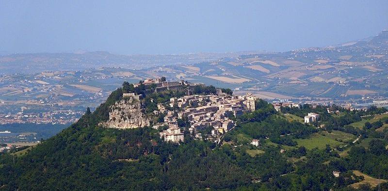 Panorama sulla fortezza ed il paese di Civitella del Tronto
