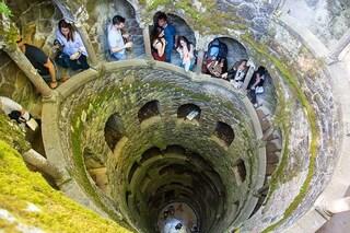 Il mistero dei pozzi a spirale della Quinta da Regaleira di Sintra