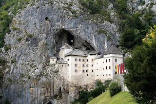 Predjama: il Castello abbracciato dalla roccia