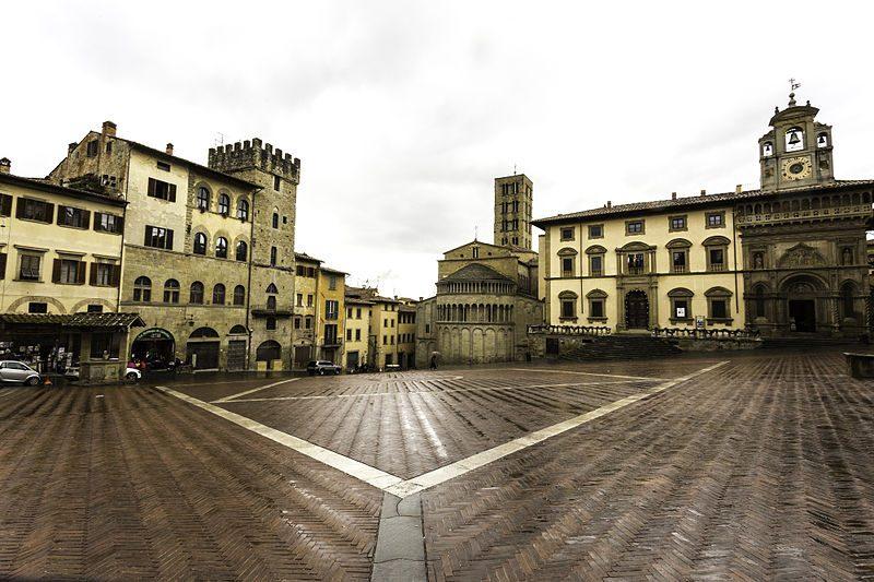 Panoramica di Piazza Grande