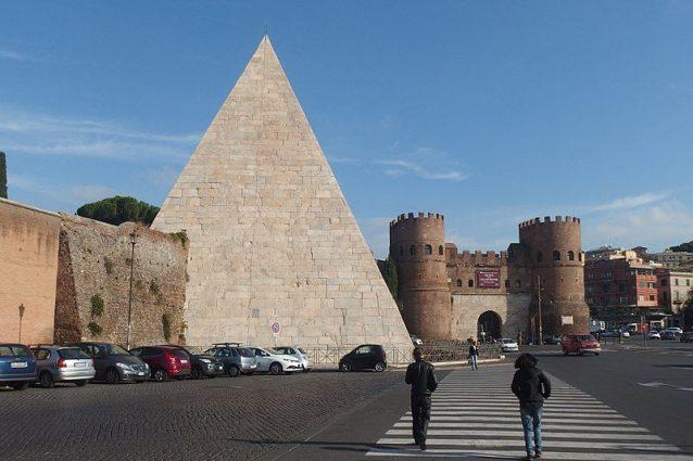Piramide di Caio Cestio a Porta San Paolo
