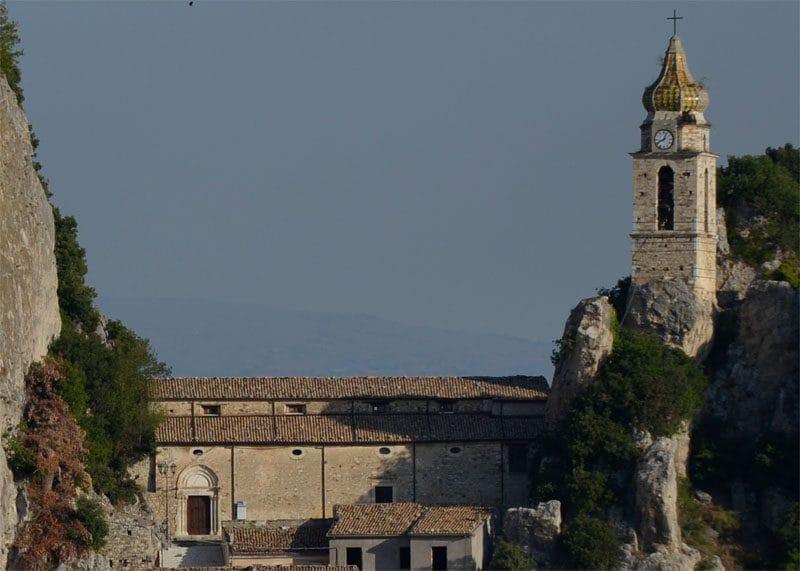 Vista panoranica della chiesa di San Silvestro, Bagnoli del Trigno