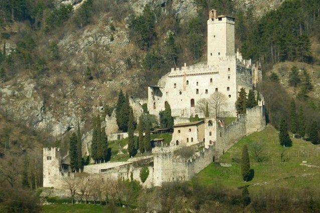 Il Castello di Avio o Castello Sabbionara