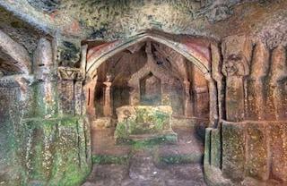 L'Eremo di Poggio Conte: misteri scavati nella roccia