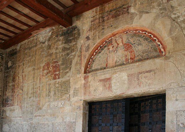 Santa Maria di Propezzano, affreschi esterni con il miracolo dell'apparizione – Foto Wikipedia