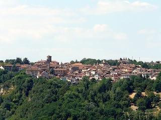 Rocca Grimalda e il suo castello: un borgo autentico in Piemonte