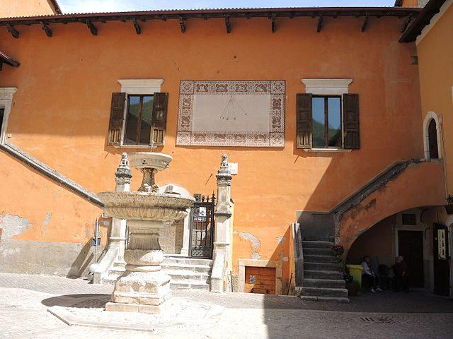 Un pittoresco angolo di Pettorano sul Gizio – Foto Wikimedia Commons