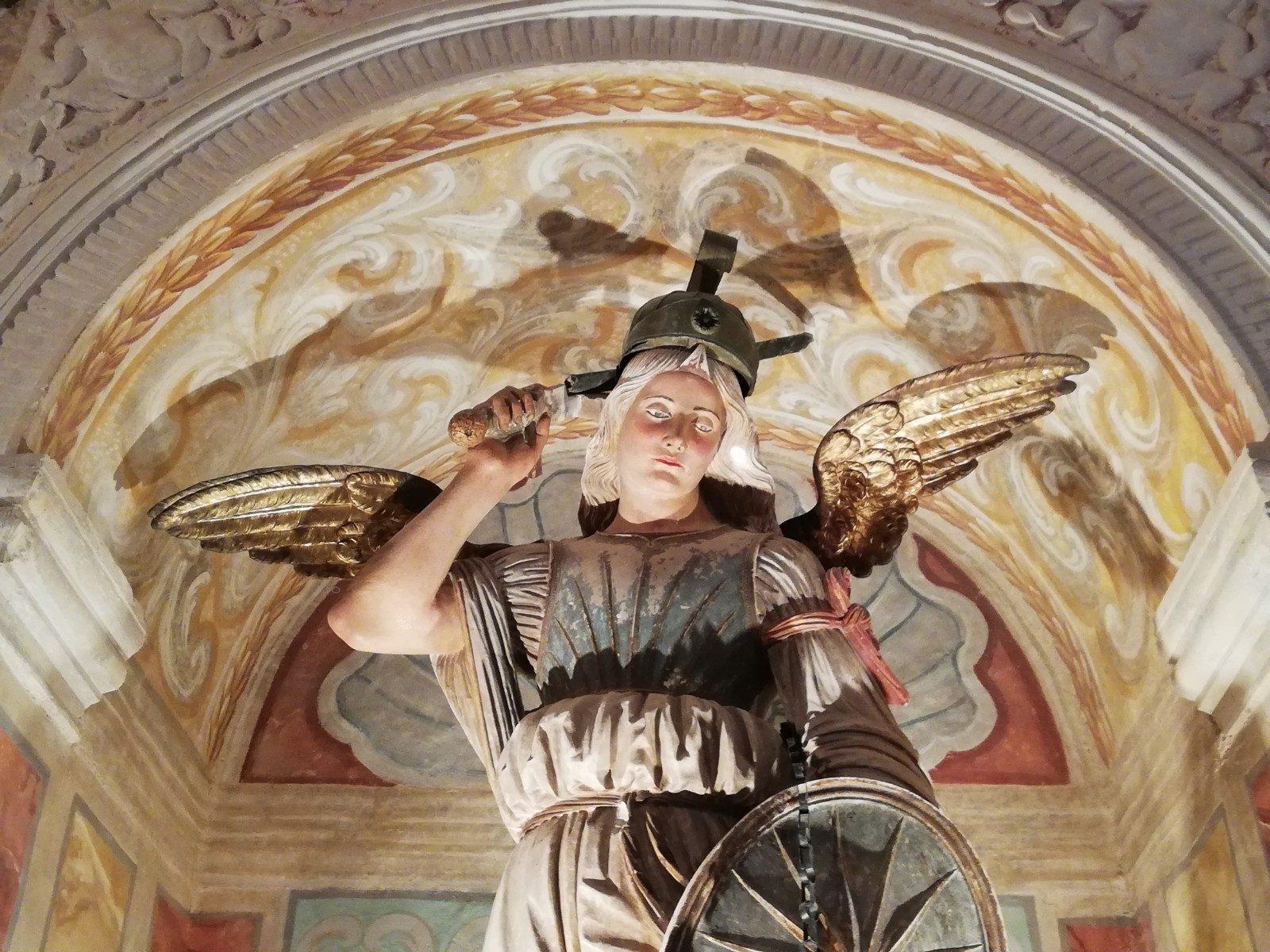 Dettaglio della statua dell'Arcangelo Michele (1521)