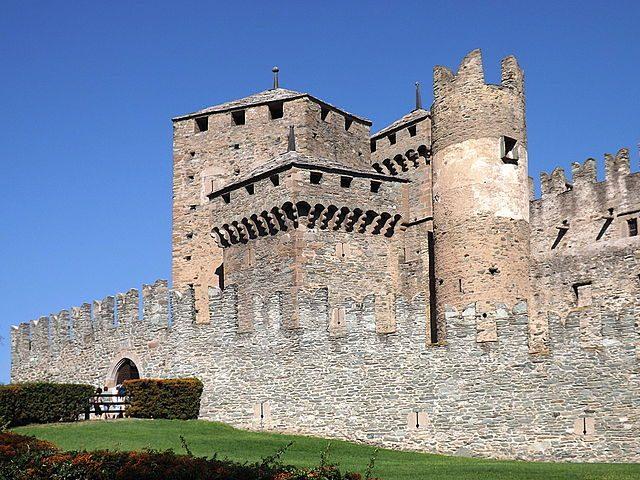 Ingresso del Castello di Fénis – Foto Wikipedia