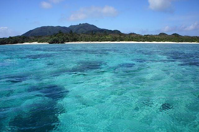 Kabira Bay – Foto Wikimedia Commons