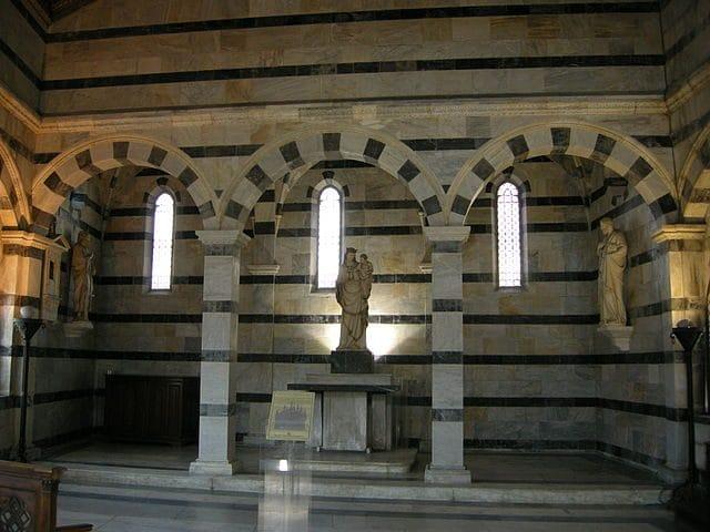 Interno di Santa Maria della Spina – Foto Wikipedia