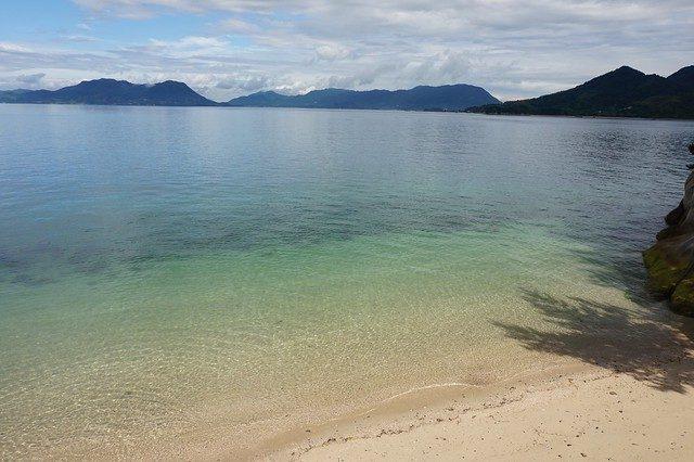 Una bellissima spiaggia a Okunoshima – Foto Addy Cameron–Huff