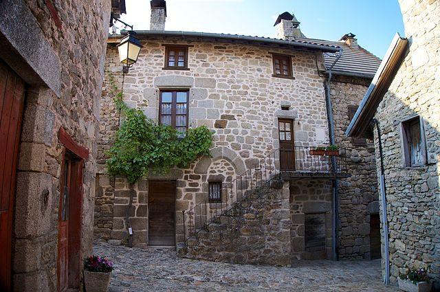 Abitazione tipica del Cantal – Foto Wikimedia Commons