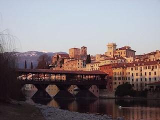 Bassano del Grappa: un viaggio tra liquori e storia