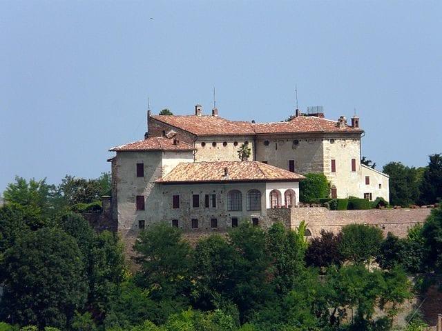 Castello di Ozzano Monferrato – Foto Wikipedia