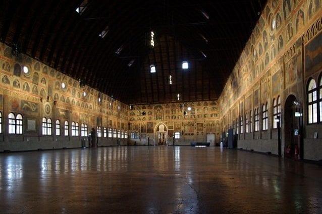 Interno di Palazzo della Ragione – Foto Wikipedia