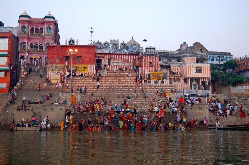 Abluzioni nel Gange a Varanasi – Foto di Manuel Menal