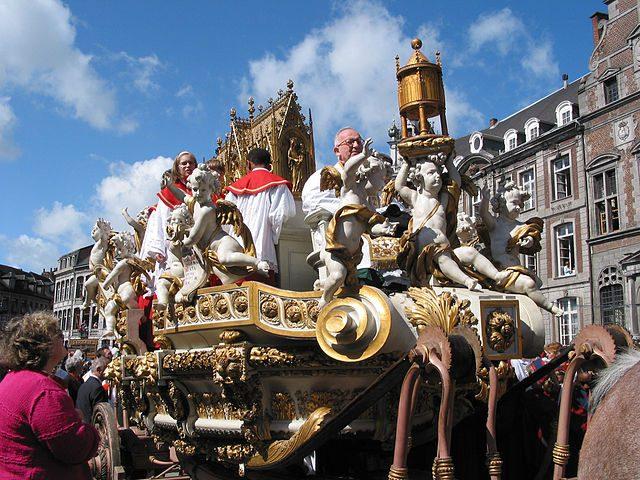 Ducasse di Mons (Doudou), Processione del Carro d'oro – Foto Wikipedia