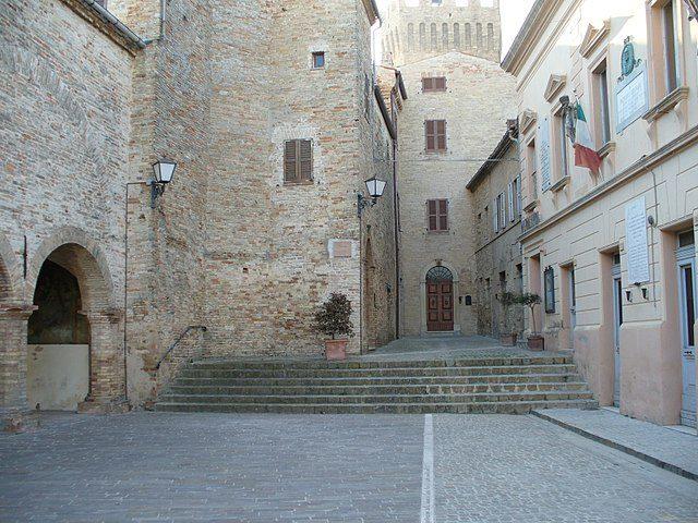 Moresco, Piazza Castello – Foto Wikipedia