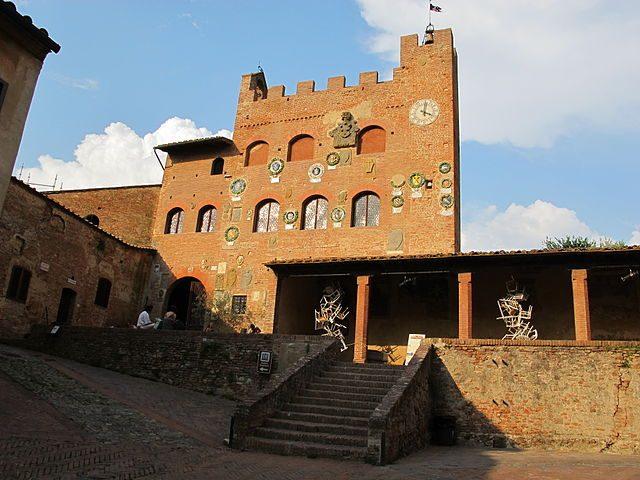 Palazzo Vicariale di Certaldo, facciata – Wikipedia