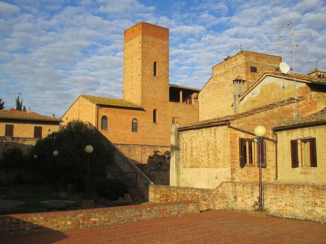 Veduta verso la casa–torre di Boccaccio – Foto Wikipedia Commons