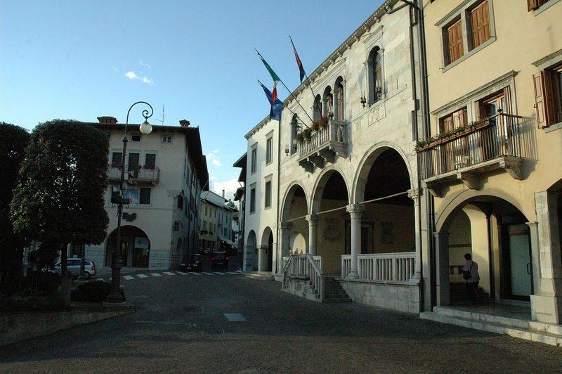 Gemona del Friuli, Palazzo Boton, sede del comune