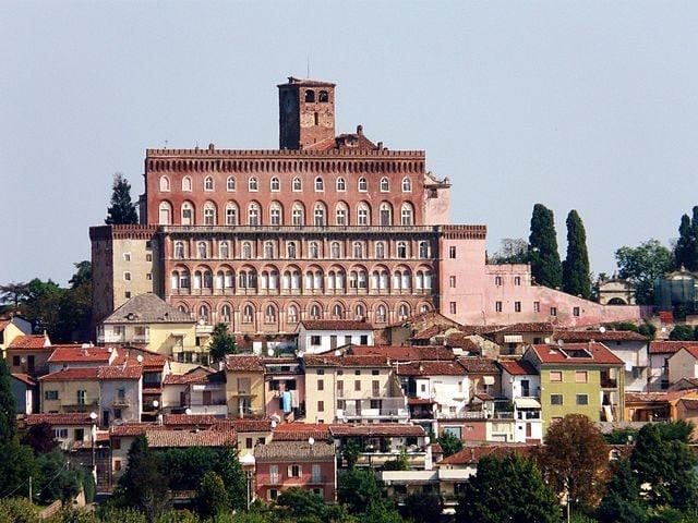 Castello di San Giorgio Monferrato – Foto Wikipedia