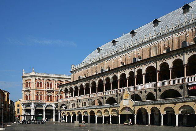Piazza delle Erbe – Foto Wikipedia