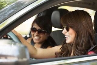 L'auto non è più una priorità, i giovani preferiscono il car sharing e bocciano la guida autonoma