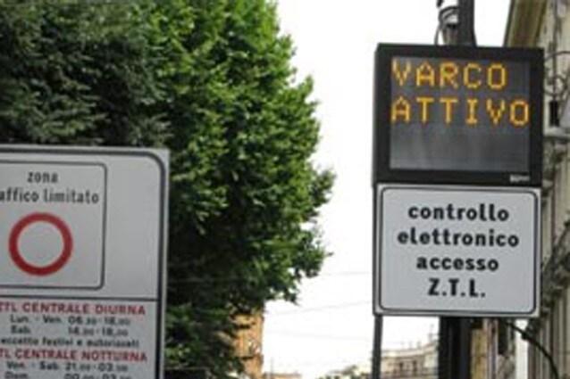 """Il messaggio """"varco attivo"""" indica che l'accesso alla Ztl non è consentito"""