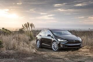 Tesla taglia i prezzi, fino a quasi 60mila euro in meno per una Model X