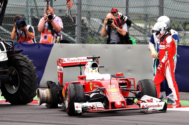 La Ferrari di Sebastian Vettel viene recuperata dopo l'esplosione della gomma al Gp d'Austria / Getty