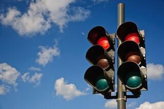 Multe per chi passa con il semaforo rosso, con T-Red sono valide anche senza omologazione