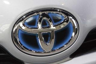 Toyota costretta al maxi richiamo, un milione di auto ibride a rischio incendio