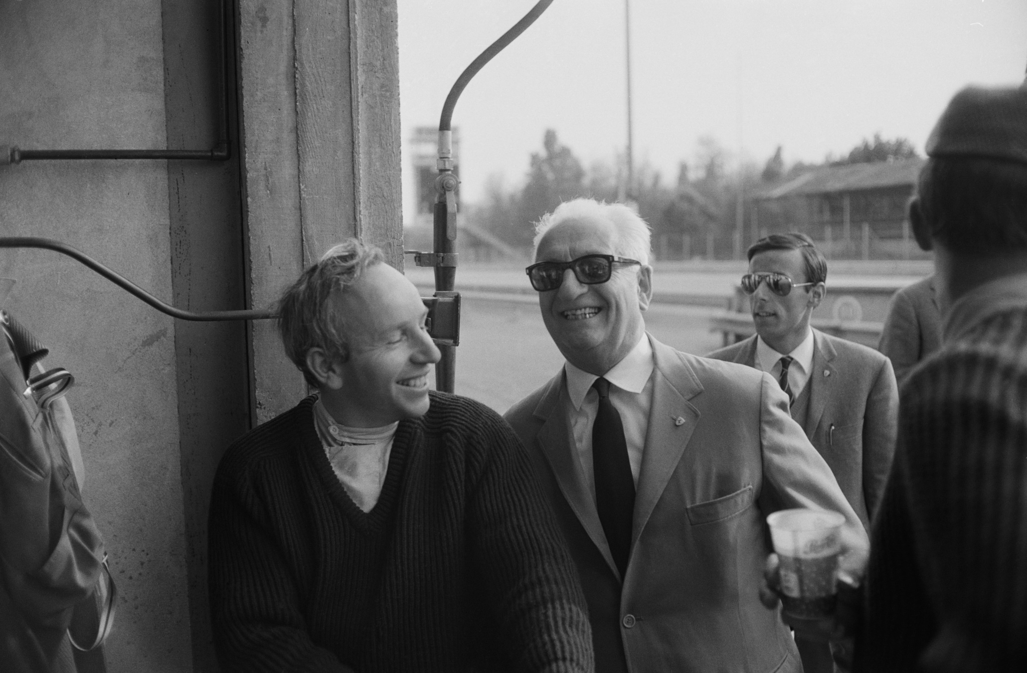 John Surtees insieme a Enzo Ferrari – Photo by Reg Lancaster/Daily Express/Hulton Archive/Getty Images