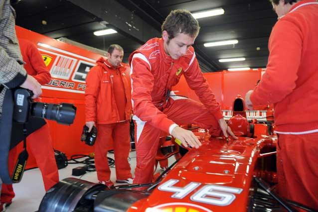 Valentino Rossi durante un test con la Ferrari / LaPresse